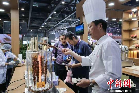 内蒙古精品美食吸引观众 主办方提供 摄