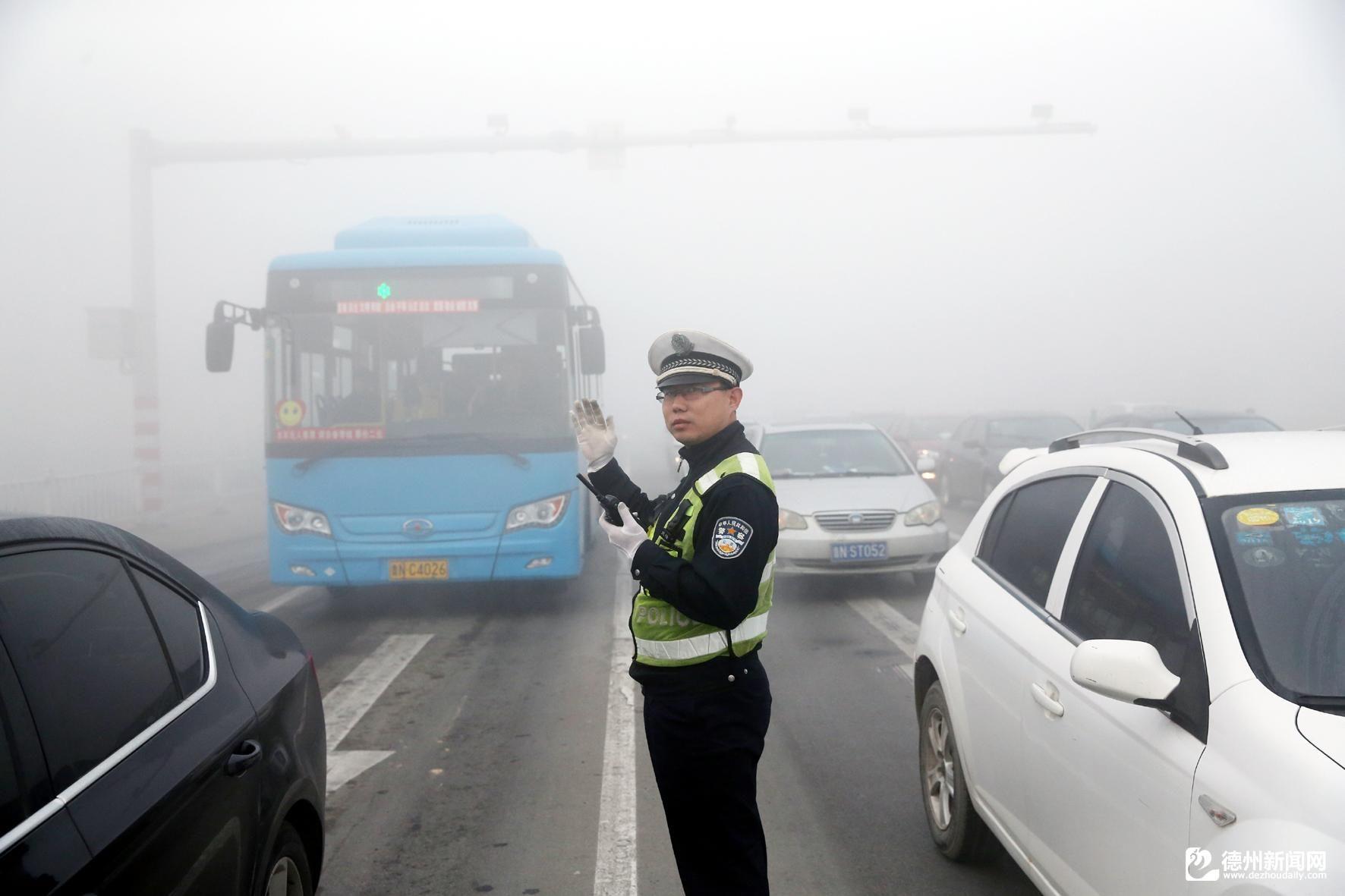 山东德州交警全员上路 全力保障道路交通安全畅通